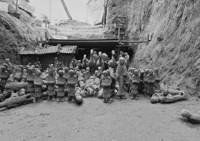 Местные старожилы рассказали о земляной холм высотой около 4 метров, который раньше находился возле ямы Терракотовая армия, археологи, китай, находка, раскопки
